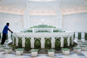 In the ablution room, worshipers clean themselves in order to be in a state of purity before praying.