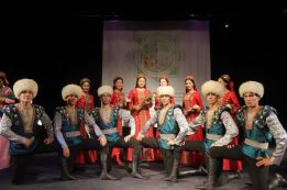 Türkmen yigitler we gyzlar. Belarus'da-Turkmen young men and women in Belarus